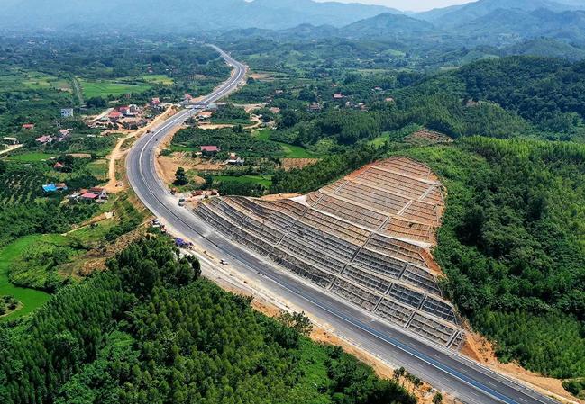 Cao tốc Bắc Giang - Chi Lăng (Lạng Sơn) dài 64 km thông xe ngày 29/9. Ảnh: Giang Huy