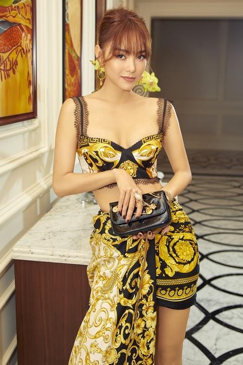 Minh Hằng mặc sexy trong buổi giới thiệu phim Thoát ế hồi cuối tháng 5.