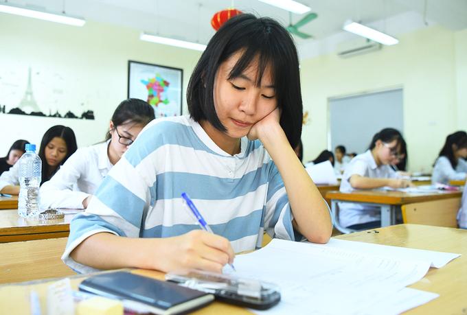 Thí sinh tham dự kỳ thi vào lớp 10 tại Hà Nội năm 2019. Ảnh: Giang Huy.