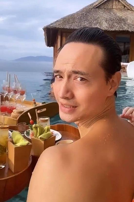 Từ khi Hồ Ngọc Hà mang thai, Kim Lý thường đưa bạn gái đi nghỉ dưỡng ở nhiều nơi. Anh đặc biệt chăm sóc người yêu vì hiểu cô bầu bí vất vả.