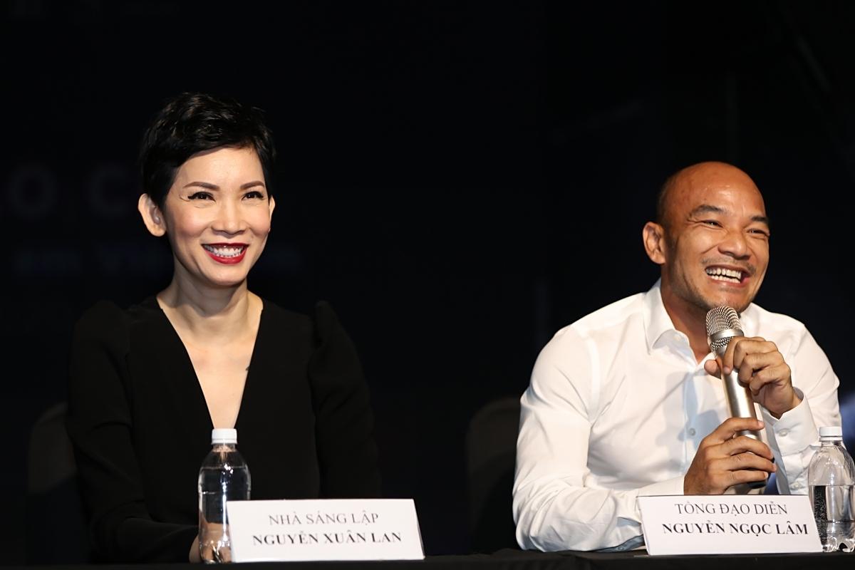 Vợ chồng siêu mẫu Xuân Lan và đạo diễn Ngọc Lâm tại họp báo tuần lễ thời trang trẻ em Việt Nam, hôm 30/6.
