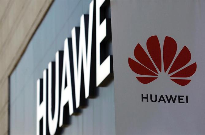 Biển hiệu Huawei bên ngoài một khu mua sắm lớn tại Bắc Kinh (Trung Quốc). Ảnh: Reuters