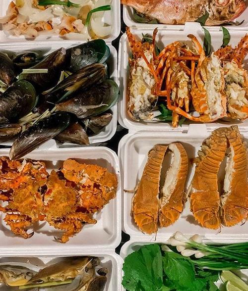[Caption] Đi biển là phải ăn Hải Sản, đồ ăn ở #phanthietquan quá tươi quá ngon, xuất sắc Toàn hải sản tươi ngon, ăn hải sản sẽ ko mập nên phải ăn nhìu mới được