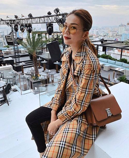Ngoài sự nổi tiếng khi xuất hiện tại các sự kiện văn hóa giải trí, Thanh Hằng còn tạo nên sức ảnh hưởng lớn với giới trẻ về phong cách thời trang cá nhân. Chính vì thế, cô luôn là gương mặt được nhiều nhãn hàng trong nước và thế giới săn đón.