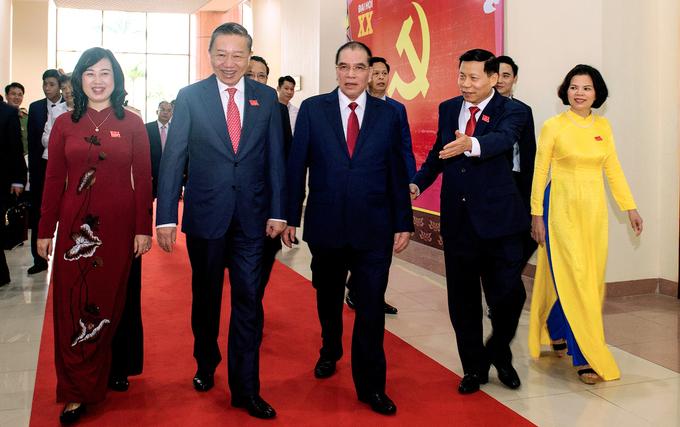 Đại tướng Tô Lâm, Bộ trưởng Công an và nguyên Tổng bí thư Nông Đức Mạnh (thứ hai, thứ ba từ trái sang) dự Đại hội Đảng bộ tỉnh Bắc Ninh ngày 25/9. Ảnh: Kinh Bắc