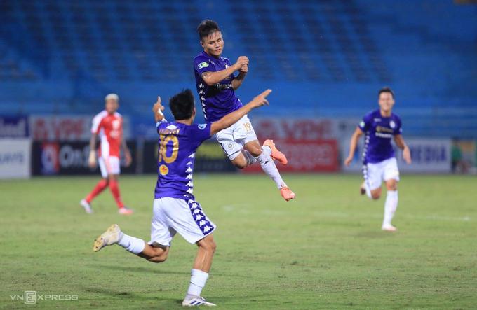 Quang Hải hai lần kiến tạo và ghi một bàn, giúp Hà Nội đánh bại TP HCM 5-1. Ảnh: Lâm Thoả