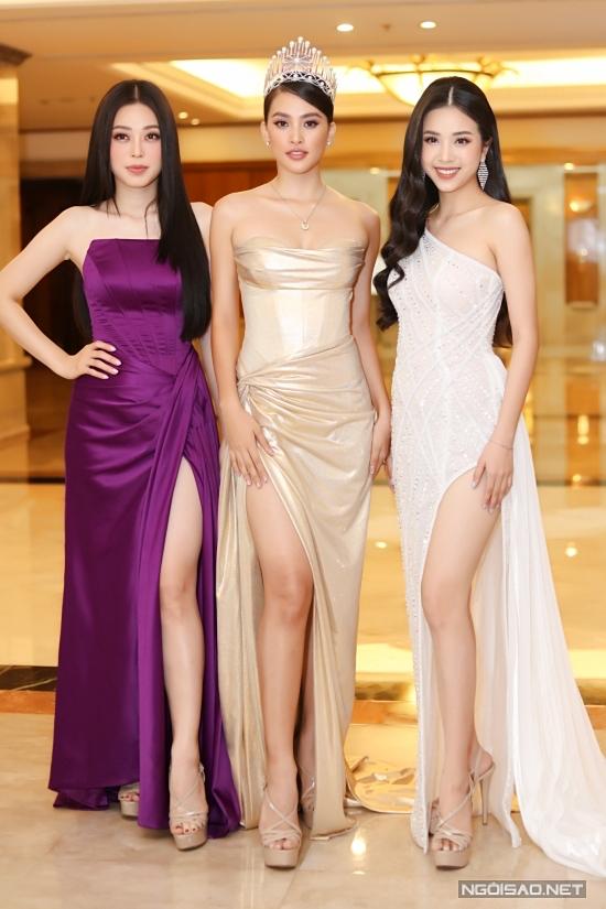 Top 3 Hoa hậu Việt Nam 2018: á hậu 1 Phương Nga, hoa hậu Tiểu Vy, á hậu 2 Thúy An nhận được nhiều lời khen về nhan sắc sau hai năm đăng quang.