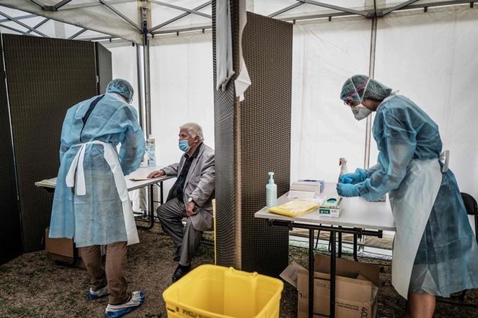 Một điểm xét nghiệm nCoV tại Vénissieux, Pháp, hồi tuần trước. Ảnh: AFP.