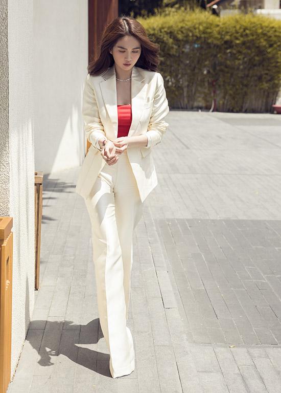 Ngọc Trinh hiện là CEO một công ty mỹ phẩm kiêm Phó tổng giám đốc một tập đoàn ở TP HCM.
