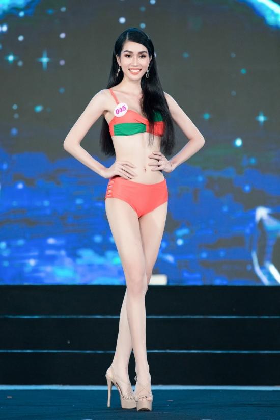 Phạm Ngọc Phương Anh cao 1,77m, hình thể 82-61-90 cm.