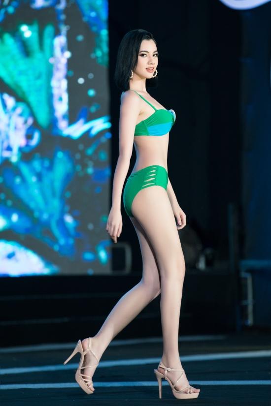 Nguyễn Thị Cẩm Đan là thí sinh duy nhất tóc ngắn. Cô mới 18 tuổi, số đo 83-64-92 cm.