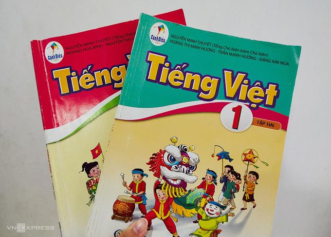 Hai cuốn sách Tiếng Việt lớp 1 trong bộ Cánh Diều. Ảnh: Dương Tâm.