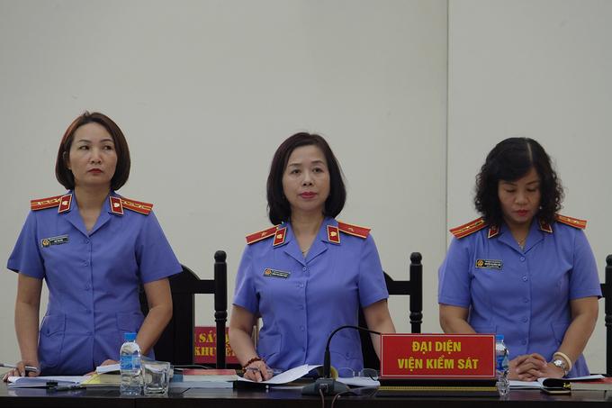 Đại diện VKSND Hà Nội được uỷ quyền giữ quyền công tố tại toà. Ảnh: Nam Anh.