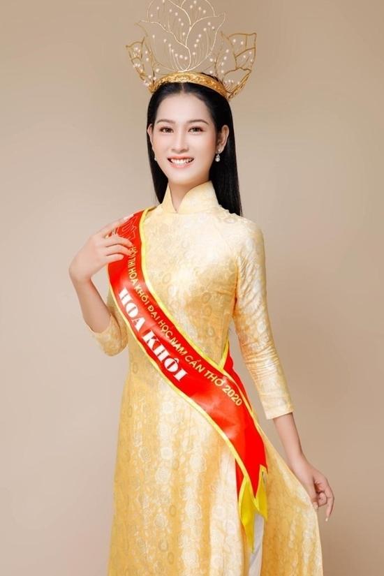 Lê Thị Tường Vy sinh năm 2001, thuộc nhóm thí sinh nhỏ tuổi nhất của cuộc thi. Cô đăng quang Hoa khôi Đại học Nam Cần Thơ 2020. Người đẹp đặt mục tiêu có mặt trong đêm chung kết và vui mừng khi đạt được.