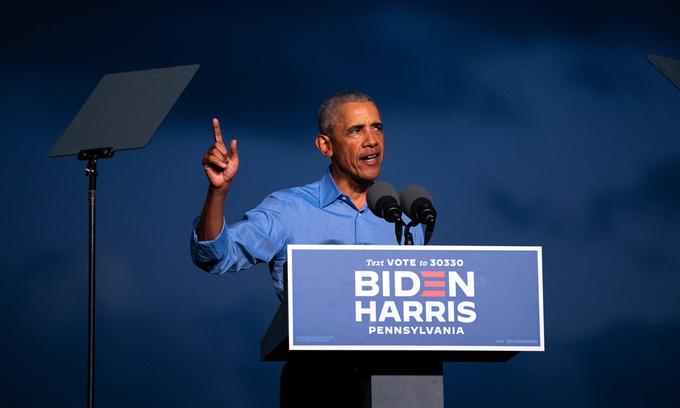 Cựu tổng thống Barack Obama tại sự kiện vận động tranh cử cho Joe Biden ở thành phố Philadelphi, bang Pennsylvania hôm 21/10. Ảnh: NYTimes.