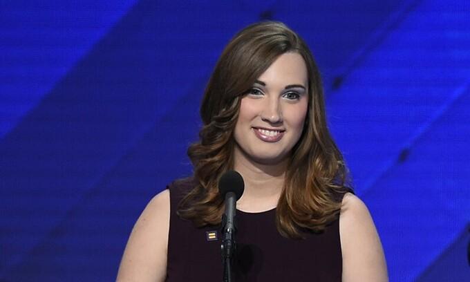 Sarah McBride phát biểu tại hội nghị quốc gia đảng Dân chủ ở Philadelphia, Pennsylvania, ngày 28/7/2016. Ảnh: AFP