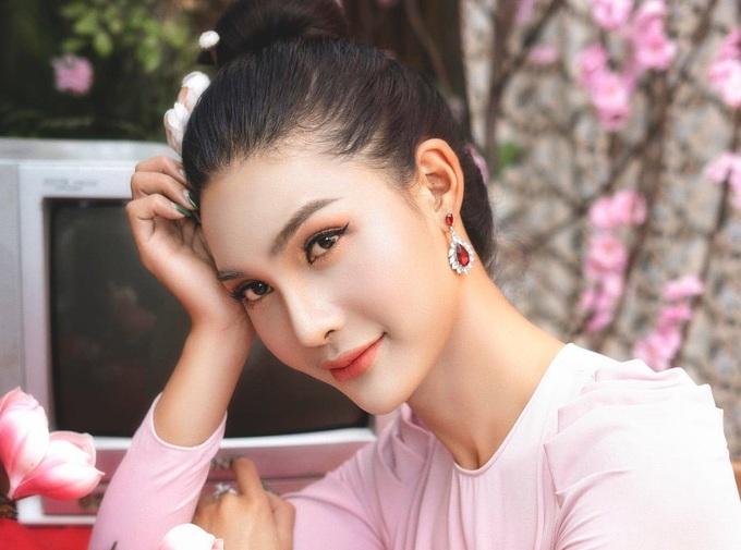 Sau chuyển giới, Hà được mời tham gia làm mẫu ảnh cho nhiều shop thời trang, giúp cô trang trải được cuộc sống của mình. Ảnh: Nhân vật cung cấp