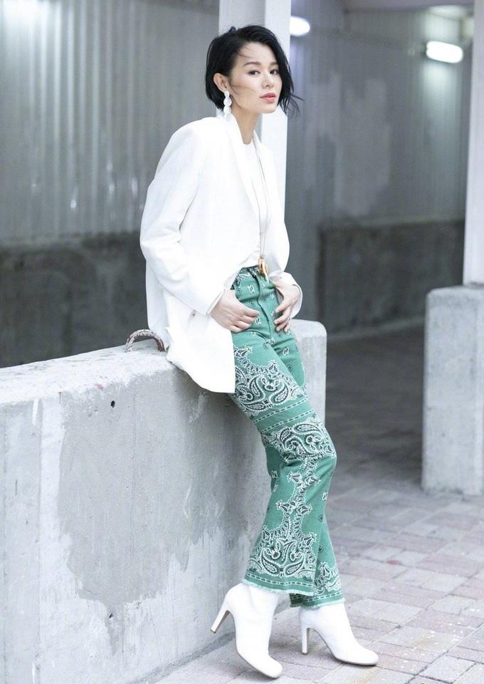 Váy áo giúp Hồ Hạnh Nhi ăn gian tuổi - 10