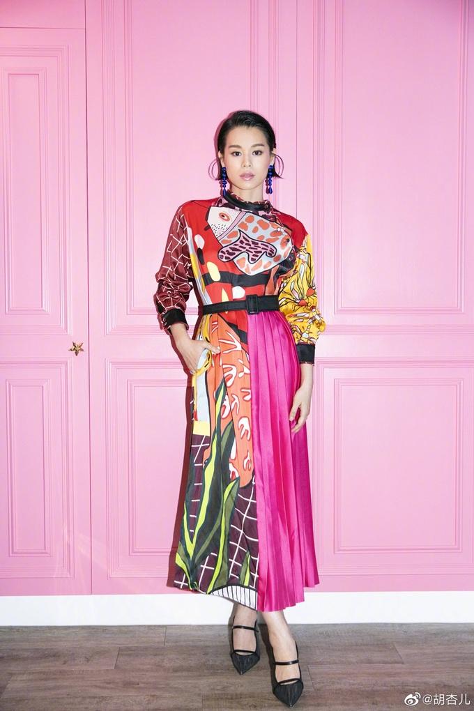 Váy áo giúp Hồ Hạnh Nhi ăn gian tuổi - 12