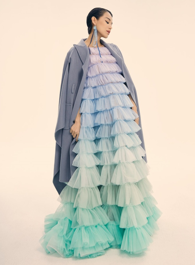 Váy áo giúp Hồ Hạnh Nhi ăn gian tuổi - 2