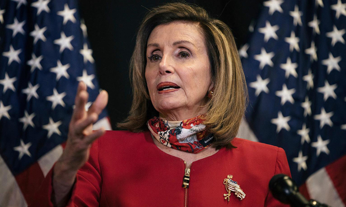 Chủ tịch Hạ viện Mỹ Nancy Pelosi phát biểu trước báo giới tại Tòa nhà Quốc hội ở Washington hôm 3/11. Ảnh: Reuters.