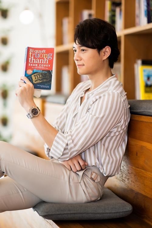 Anh Dũng dành hai năm đầu tiên Nam tiến để đọc sách, nâng cao diễn xuất và tìm kiếm cơ hội.