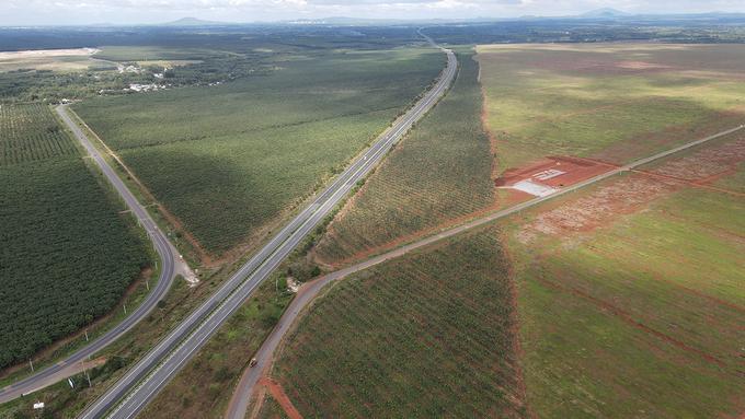 Tuyến đường 769 (bìa trái), cao tốc TP HCH - Long Thành - Dầu Giây và mặt bằng sân bay Long Thành. Ảnh: Phước Tuấn