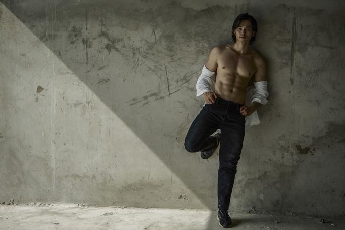 Tuy công việc chính là chuyên viên siêu âm tim, Lê Anh Huy từng là một người mẫu bán chuyên. Nền tảng của nghề tay trái và kinh nghiệm thi nam vương khiến anh có thói quen giữ gìn vóc dáng, thể lực và nâng cao ý thức chăm sóc sức khỏe.