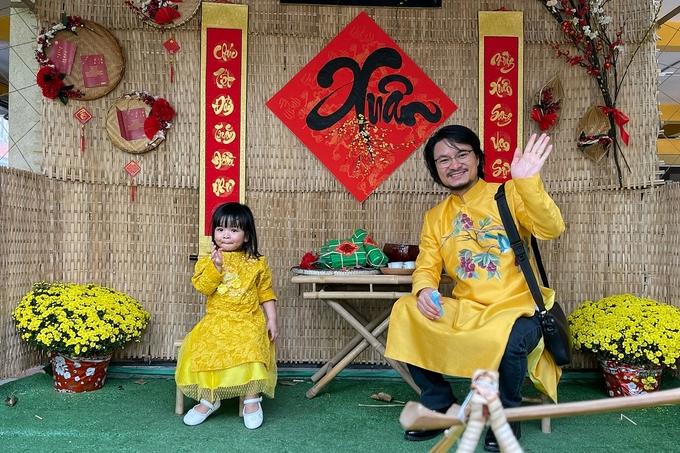 Đạo diễn Hoàng Nhật Nam quây quần bên vợ và ba con - 6