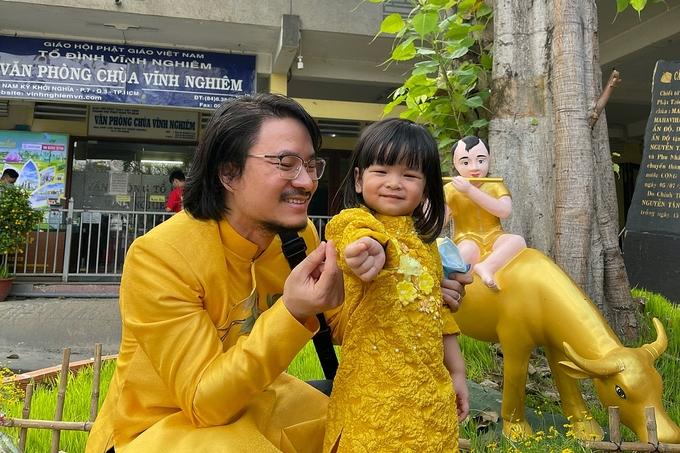 Đạo diễn Hoàng Nhật Nam quây quần bên vợ và ba con - 10