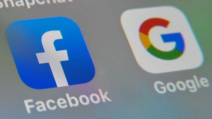 Facebook và Google là hai nền tảng quảng cáo trực tuyến lớn nhất hiện nay. Ảnh: AFP.
