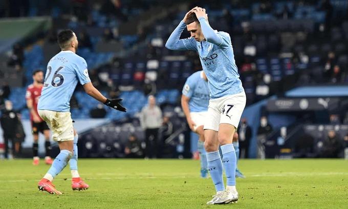 Cầu thủ Man City bỏ lỡ nhiều cơ hội ngon ăn trước khung thành Man Utd. Ảnh: Reuters.