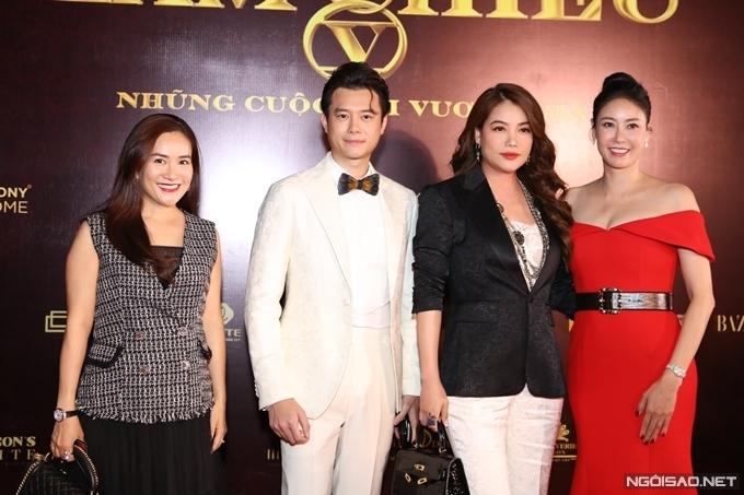 Hoa hậu Hà Kiều Anh (phải) và doanh nhân Anh Thơ - vợ diễn viên Bình Minh cũng có mặt chúc mừng bạn trai tin đồn của Trương Ngọc Ánh.