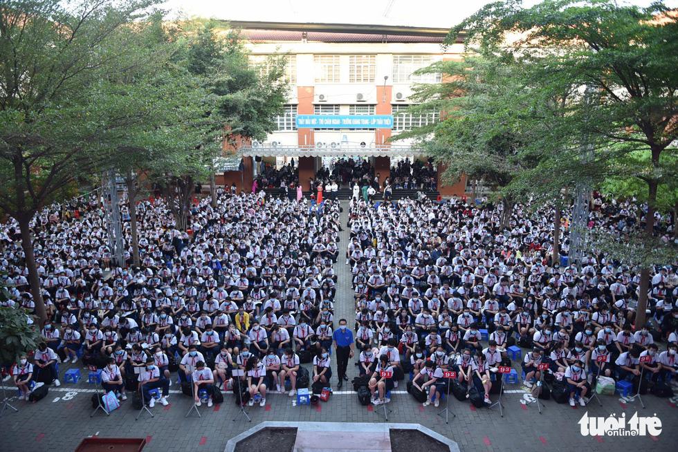 Học sinh TP.HCM trở lại trường sau kỳ nghỉ tết dài chống dịch - Ảnh 18.