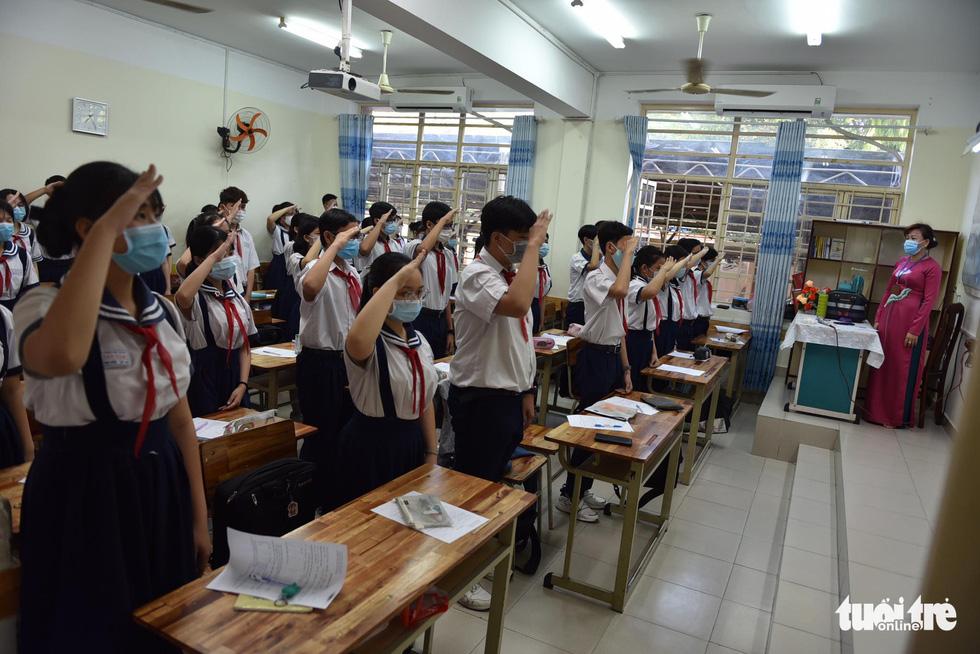 Học sinh TP.HCM trở lại trường sau kỳ nghỉ tết dài chống dịch - Ảnh 20.