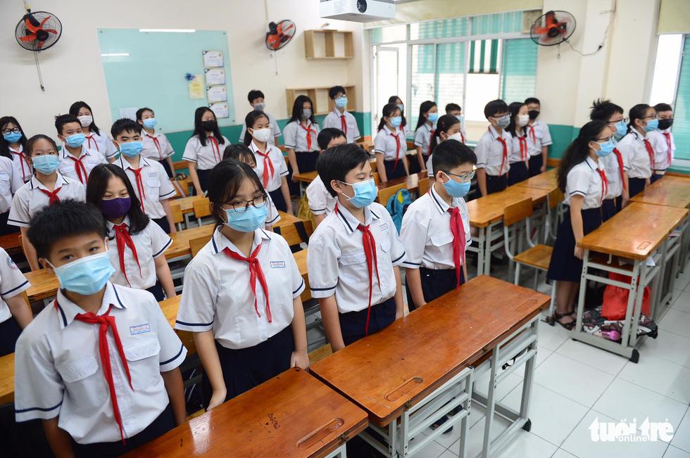 Học sinh TP.HCM trở lại trường sau kỳ nghỉ tết dài chống dịch - Ảnh 12.