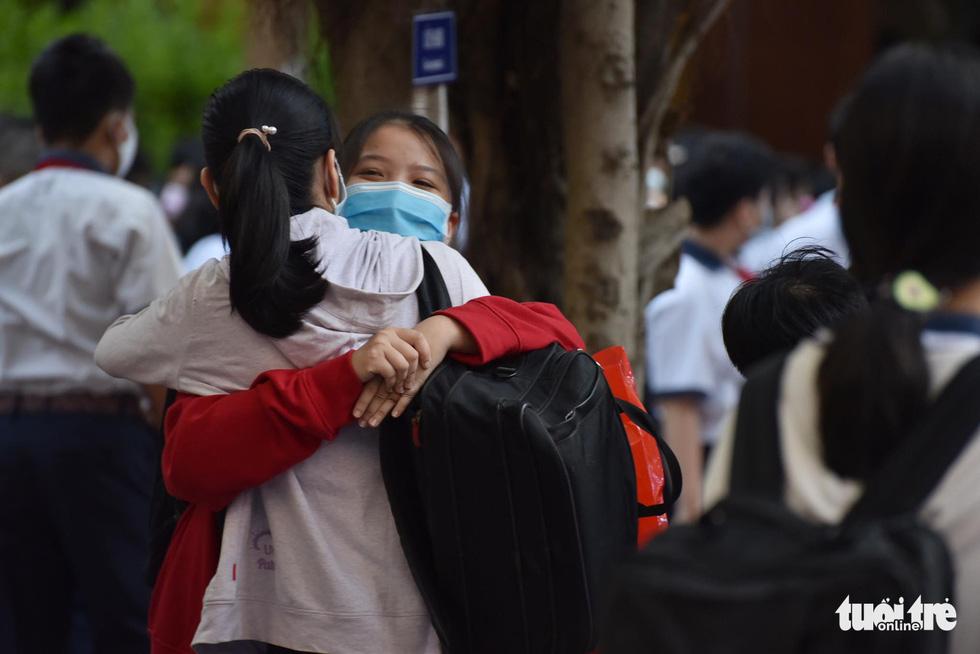 Học sinh TP.HCM trở lại trường sau kỳ nghỉ tết dài chống dịch - Ảnh 17.