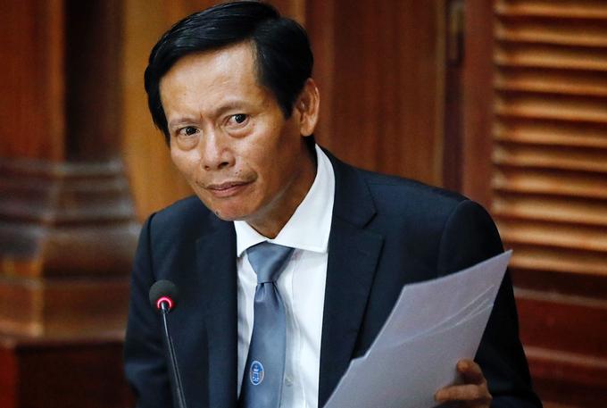 Luật sư Phan Trung Hoài bảo vệ bà Diệp, ngày 22/3. Ảnh: Hữu Khoa.