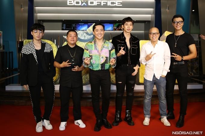 Trấn Thành cùng đoàn phim Bố già chiếu ra mắt hôm 4/3.