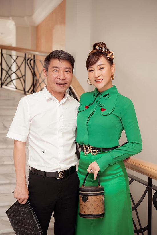 NSND Công Lý và Phương Oanh tại buổi họp báo giới thiệu Hương vị tình thân.
