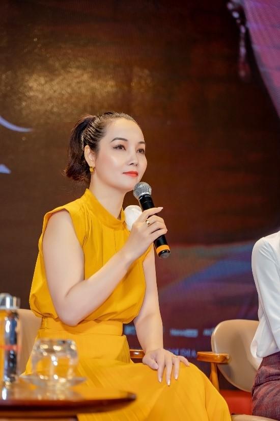 """Đạo diễn Mai Thu Huyền xúc động khi các sinh viên dành sự quan tâm lớn đến phim điện ảnh cổ trang """"Kiều""""."""