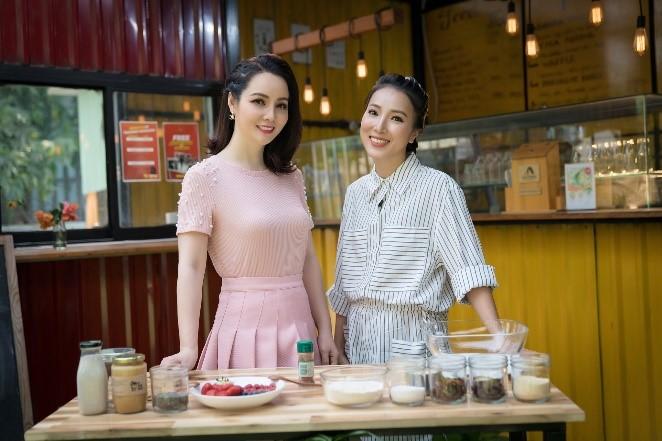 Vào bếp cùng MC Mai Thu Huyền và doanh nhân Giang Phạm.