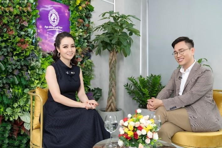 MC Mai Thu Huyền và bác sĩ CKII Hoàng Quốc Tưởng.